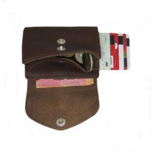 odinė rudos spalvos vyriška piniginė iš vidaus