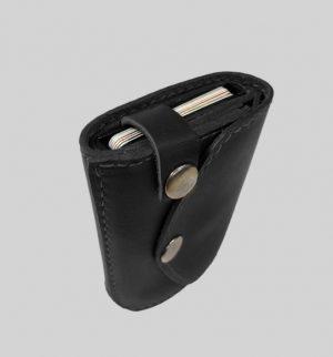 juoda vyriška piniginė su dirželiu