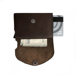 tamsiai ruda odinė piniginė iš vidaus