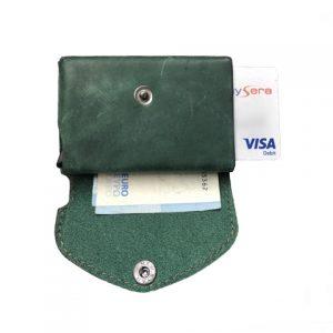žalia vyriška odinė piniginė su kortelėmis ir banknotais
